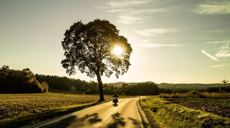 moto-on-the-road