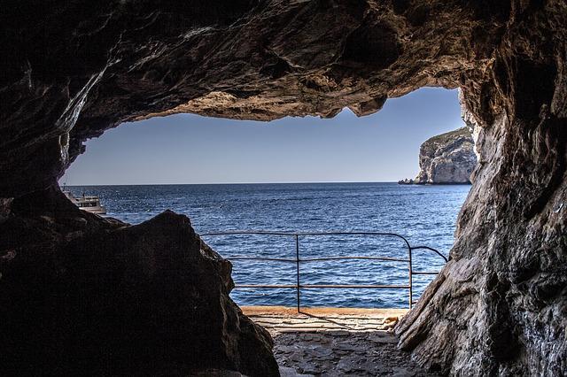 Sardegna: visitare Capo Caccia in auto